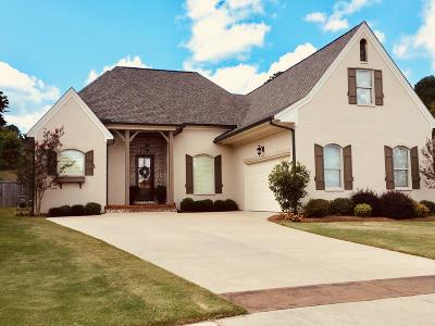 Oxford Single Family Home For Sale: 330 Windsor Drive North