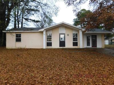 Oxford Single Family Home For Sale: 301 Thacker Loop