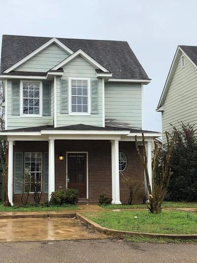 Oxford Single Family Home For Sale: 105 Greystone Blvd