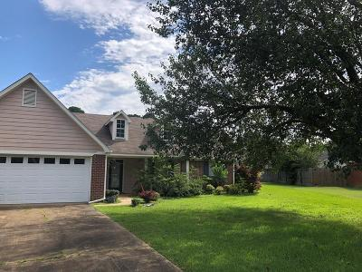 Oxford Single Family Home For Sale: 702 Deerfield