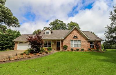 Oxford Single Family Home For Sale: 703 Meadowlake Cove
