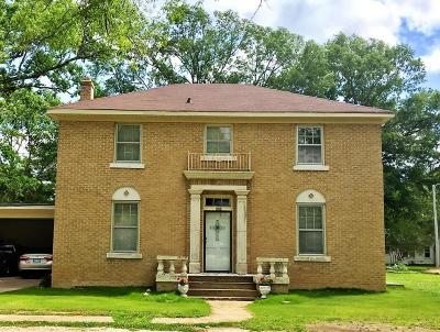 Single Family Home For Sale: 504 N 9th St.