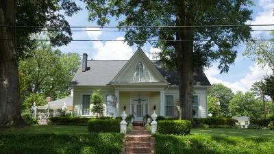 Marshall County, Benton County, Tippah County, Alcorn County, Prentiss County, Tishomingo County Single Family Home For Sale: 202 S Jackson St.
