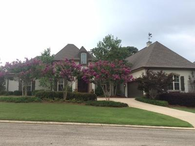 Lee County Single Family Home For Sale: 102 Parkside Cv.