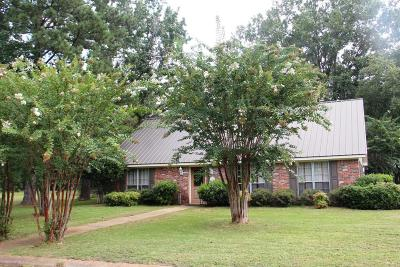 Single Family Home For Sale: 1502 Ruffwood Dr.