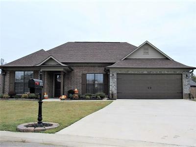 Single Family Home For Sale: 102 Stonehenge Cv.