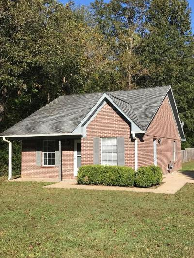 Single Family Home For Sale: 107 Amanda Dr.