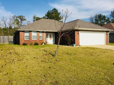 Lee County Single Family Home For Sale: 138 Park Ridge Dr.