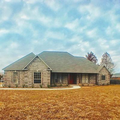 Single Family Home For Sale: 1431 Rowan Oak