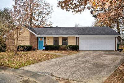Single Family Home For Sale: 104 Pinehill Dr.