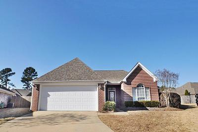 Single Family Home For Sale: 109 Woodcliff Cv.