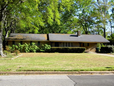 Lee County Single Family Home For Sale: 1604 Oakview Dr.