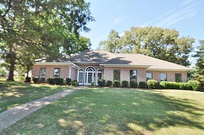 Single Family Home For Sale: 1200 Robin Cv.