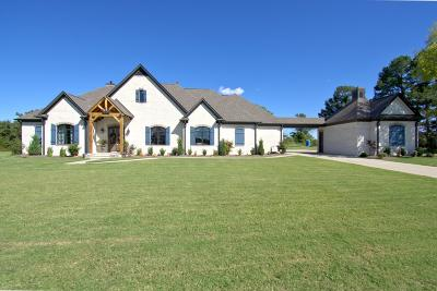 Lee County Single Family Home For Sale: 975 Clover Cv.