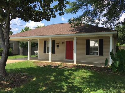 Single Family Home For Sale: 1310 Long