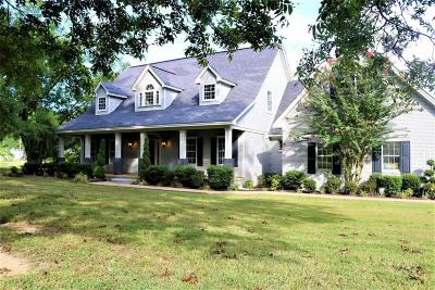 Marshall County, Benton County, Tippah County, Alcorn County, Prentiss County, Tishomingo County Single Family Home For Sale: 2119 W College St.