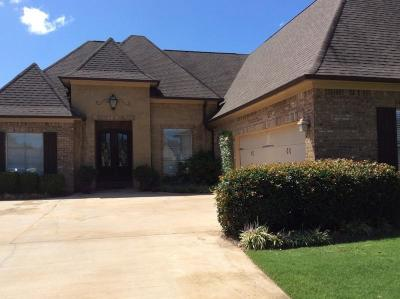 Single Family Home For Sale: 111 Whitfield Cv.