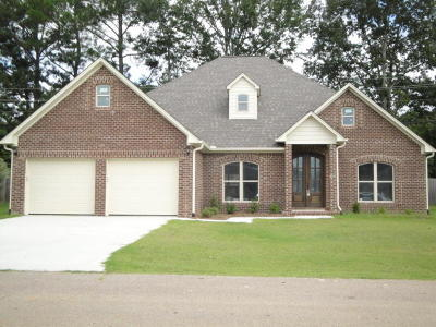 Single Family Home For Sale: 167 County Road Eekwood County Road .