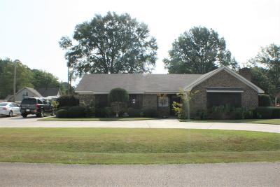 Single Family Home For Sale: 912 Sanders Dr.