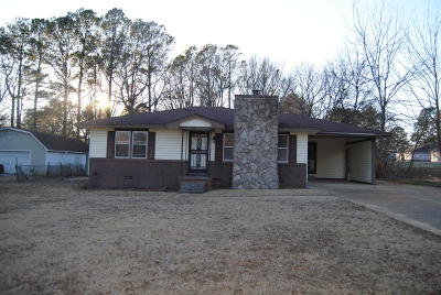 Single Family Home For Sale: 305 Monument Dr.