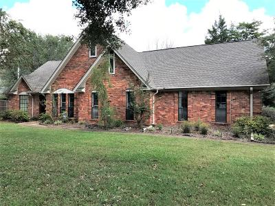 Single Family Home For Sale: 702 Ashley Ln.