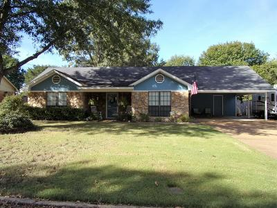 Single Family Home For Sale: 911 Holly Hill Dr.