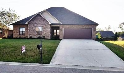 Single Family Home For Sale: 1735 Broad Leaf