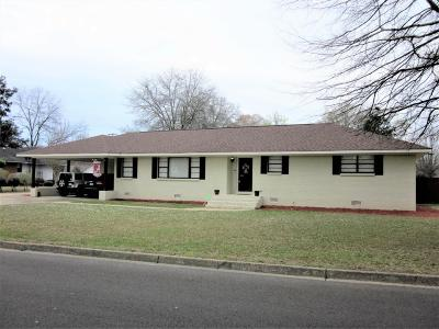 Single Family Home For Sale: 811 Town & Country Ln.