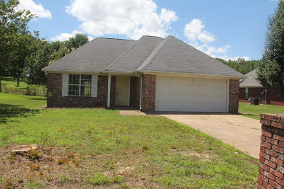 Single Family Home For Sale: 115 Apple Blossom Dr.