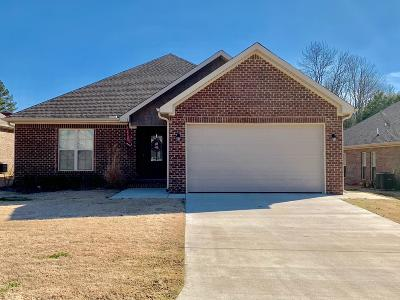 Single Family Home For Sale: 105 White Water Ln.