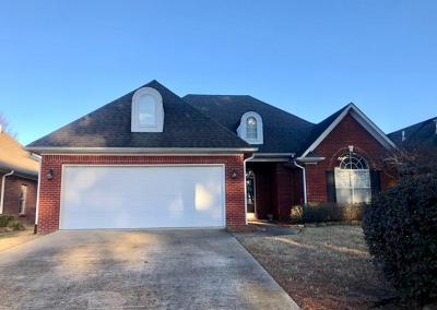 Single Family Home For Sale: 104 North Creek Dr.