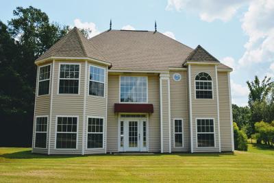 Single Family Home For Sale: 144 Brown Cv.