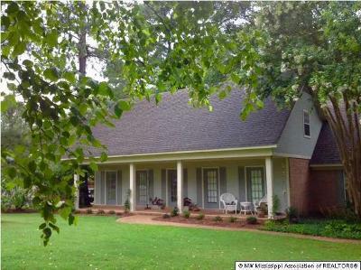 Tate County Single Family Home For Sale: 409 Country Club Drive