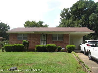 Holly Springs Single Family Home For Sale: 130 Weaver