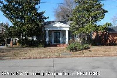 Holly Springs Single Family Home For Sale: 170 S Spring
