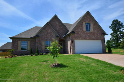 Tate County Single Family Home For Sale: 102 Eagle Street