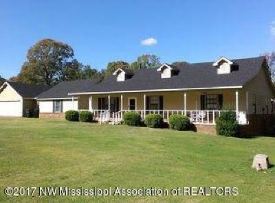 Tate County Single Family Home For Sale: 249 Country Club Drive