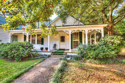 Holly Springs Single Family Home For Sale: 375 E College Avenue