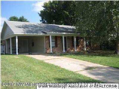 Horn Lake Single Family Home For Sale: 5810 Chickasaw