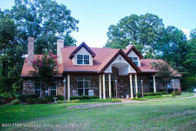 Tate County Single Family Home For Sale: 1511 Bend