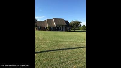 Tate County Single Family Home For Sale: 202 Joseph Drive