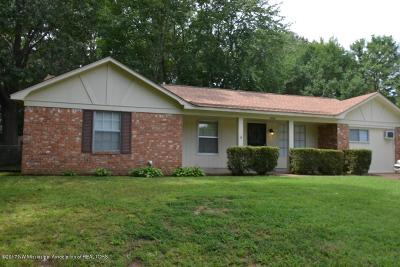 Horn Lake Single Family Home For Sale: 5845 Twin Lakes