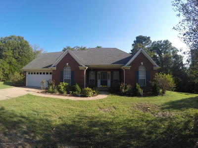 Tate County Single Family Home For Sale: 2045 Kelly Crossing