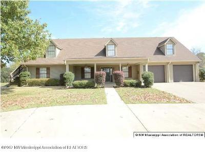 Olive Branch Single Family Home For Sale: 14276 E Stateline Road