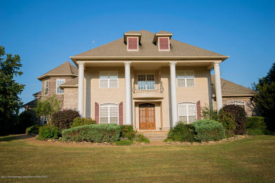Desoto County Single Family Home For Sale: 1560 Oak Crest