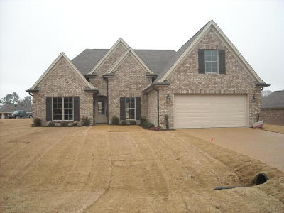 Tate County Single Family Home For Sale: 111 Highland Drive