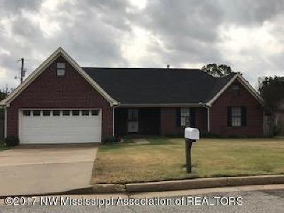 Olive Branch Single Family Home For Sale: 7139 Maplewood