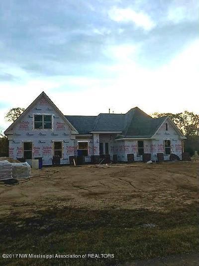 Tate County Single Family Home For Sale: 105 Oak Ridge Lakes