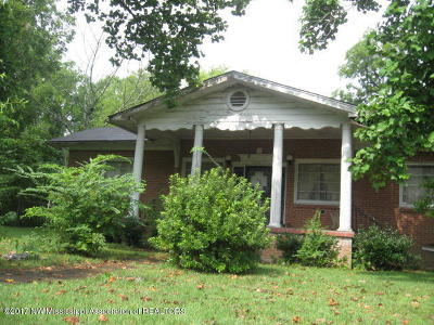 Holly Springs Single Family Home For Sale: 310 N Walthall Street