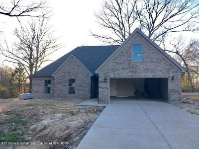 Tate County Single Family Home For Sale: 106 Creekside Drive